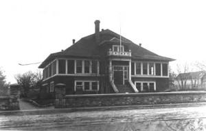 The original Oak Bay High School in 1915.